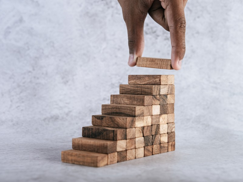 assets/images/info_article/stacking-wooden-blocks-is-at-risk-in-creating-business-growth-ideas_1783269175_15-12-20.jpg